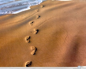 footprints_in_sand_wallpaper